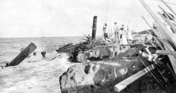 The shipwreck of the Georges Valentine in 1904. The cool thing is: You can stand right at these recognizable rocks. (Photo Florida Memory Project)