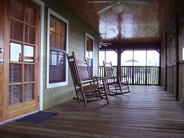 Central Florida cabin rentals: Front porch of cabins at Lake Louisa State Park near Orlando (Photo: Bonnie Gross)