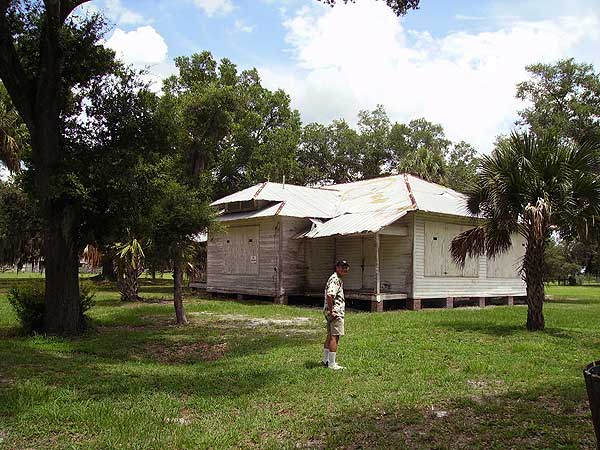 One of the historic cottages on the grounds of the Pearce Lockett estate along the Kissimmee along the Florida Cracker Trail. (Photo: Bonnie Gross)