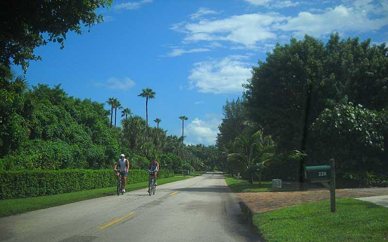 Biking Jupiter Island: Two lane road makes a good bike route.