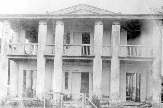 Gamble Mansion in decay 1902