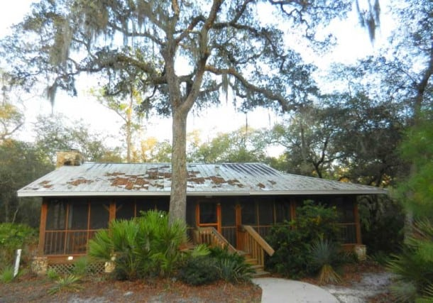Central Florida cabin rentals: Silver Springs State Park cabin is set in the woods with a Cracker style metal roof. (Photo: Bonnie Gross)