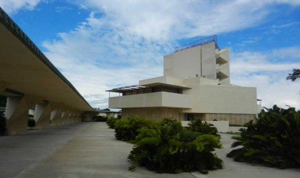 """Frank Lloyd Wright Florida Southern College campus: The most striking building in the Frank Lloyd Wright-designed campus is the tall Annie Pfeiffer Chapel, whose tower is called """"the bicycle rack in the sky."""" Note the Wright-designed covered walkway along the left."""