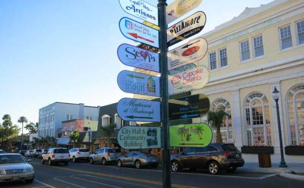 Downtown Mount Dora is lined with shops and cafes.