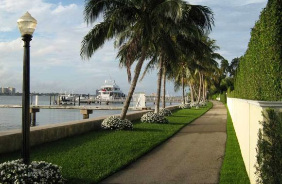 The Lake Trail in Palm Beach. (Photo: Bonnie Gross)