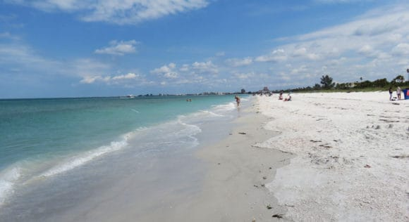 Blue-green water, white sand and no crowds at Pass-A-Grille Beach. (Photo: Bonnie Gross)
