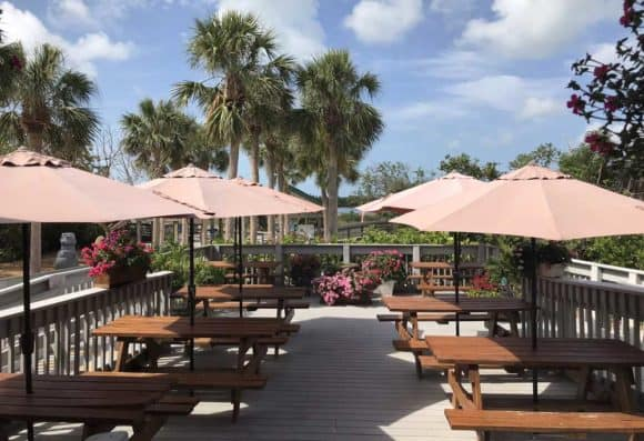 The concession stand at Tigertail Beach is beautifully landscaped and serves both beer and wine. (Photo: Bonnie Gross)
