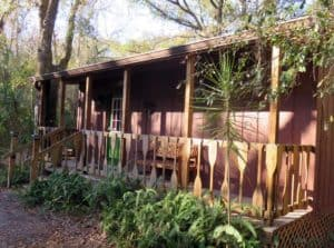 I loved the railing made of canoe paddles at the cabin at the Canoe Outpost on the Little Manatee River. (Photo: Bonnie Gross)