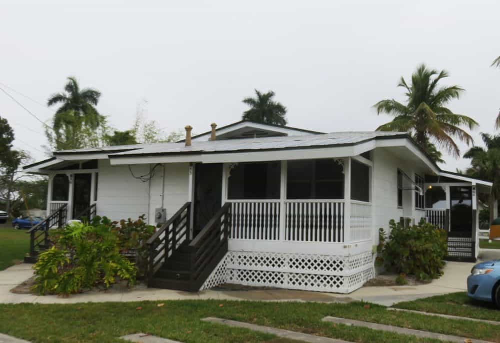 All rooms at the Everglades City Rod and Gun Club are in the cabins on the grounds. (Photo: Bonnie Gross)