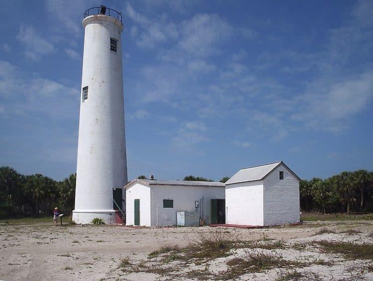 The lighthouse at Egmont Key State Park. (Photo: Wikimedia)
