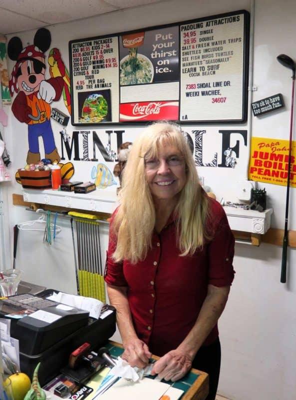 Florida roadside attractions: Kathy Oleson of Boyett's Citrus in Brooksville. (Photo: Doug Alderson.)