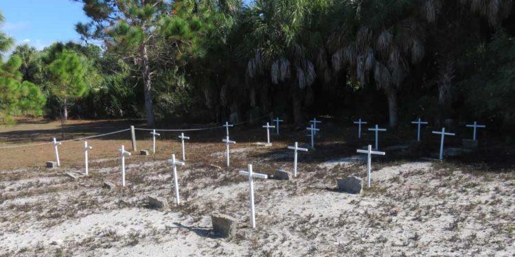The Civil War cemetery at Egmont Key State Park . (Photo: Bonnie Gross)
