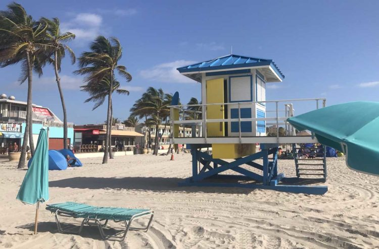 Hollywood Beach Broadwalk lifeguard stands are a perfect complement to the vintage architecture. (Photo: Bonnie Gross)