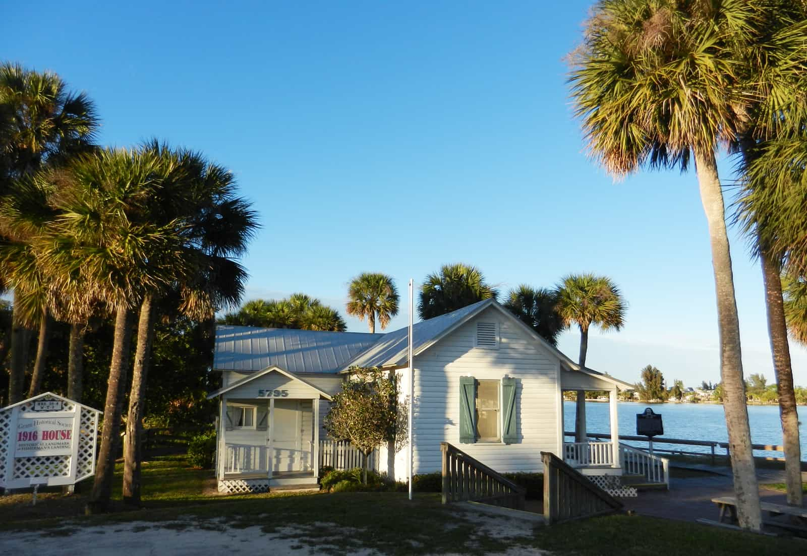 Old Florida scene along Indian River Lagoon (Photo: Bonnie Gross)