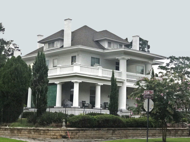 #3 on the tour of historic homes of Riverside Avondale Park: 1630 Copeland St. This massive Colonial Revival home was built in 1906 and evokes old plantation manor houses. This was a was a popular style for Jacksonville's affluent citizens at the turn of the century.