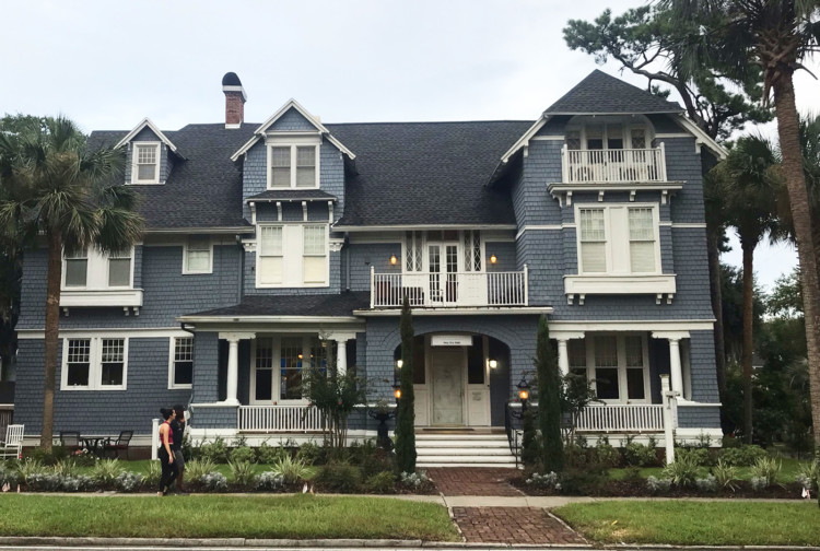 Visiting Jacksonville: The Riverdale Inn in Riverside Avondale Park historic district is a perfectly appointed bed and breakfast with 11 rooms, a dining room and bar. (Photo: Bonnie Gross)