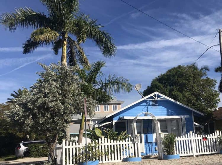Anna Maria Island: Things to do include admiring the cute cottages that dot the island.