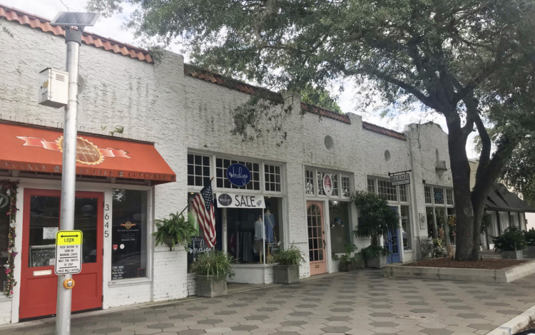 Visiting Jacksonville: The charming little shopping district in Avondale Park has several restaurants, boutiques and salons. A second business district with a good choices of restaurants and bars is the Five Points area. (Photo: Bonnie Gross)
