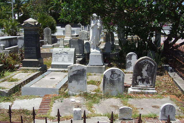 Key West cemetery: A jumble of graves and statues suggests the age and demand for space on the island. (Photo: via Flickr Falling Angel)